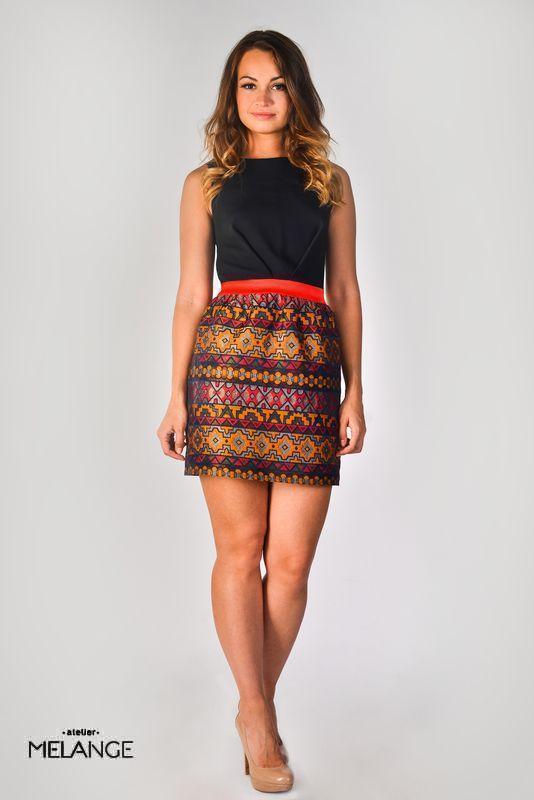 Платье в этно стиле: черный верх и юбка с геометрическим рисунком